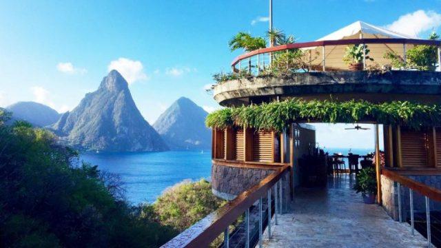 bên ngoài biệt thự Jade Mountain St Lucia