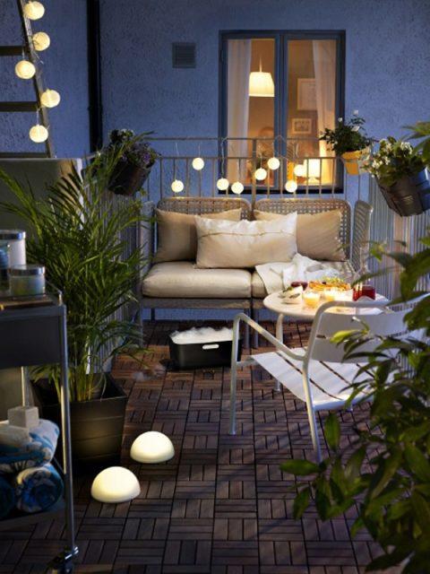 trang trí ban công chung cư bằng đèn