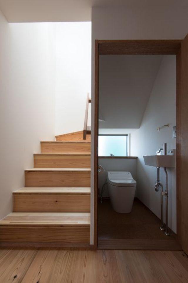 nhà vệ sinh dưới gầm cầu thang 14