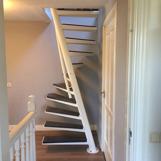 cầu thang tròn khung sắt