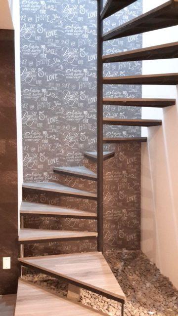 cầu thang xoắn bậc gỗ