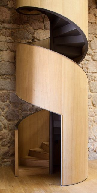 cầu thang xoắn bậc gỗ 6