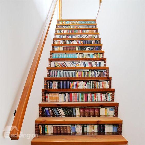 đặt sách dưới cầu thang 1