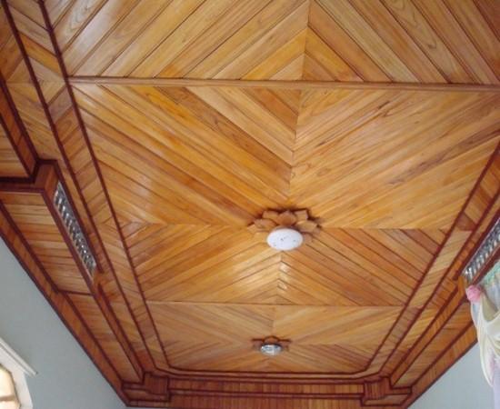 mẫu trần nhà bằng gỗ cổ điển 3