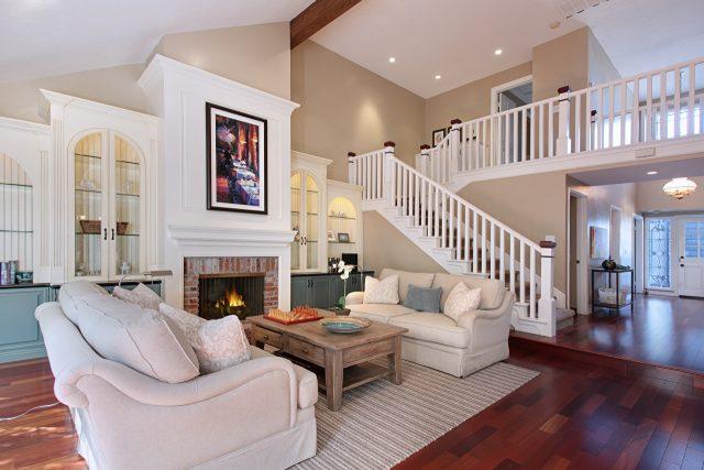 thiết kế phòng khách có cầu thang 6