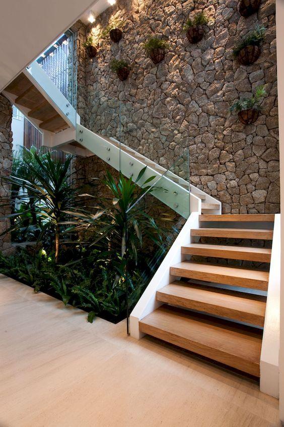 thiết kế phòng khách và cầu thang 6