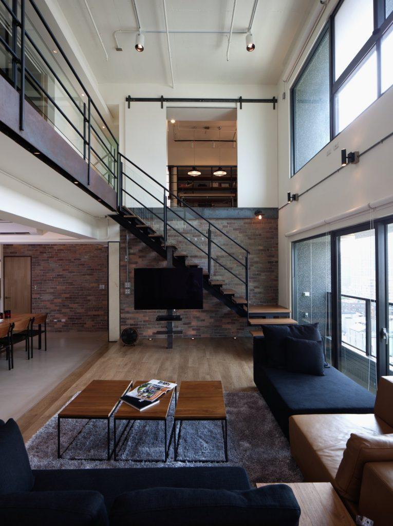 thiết kế phòng khách và cầu thang 8