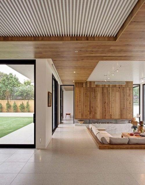 trần gỗ phòng khách đơn giản