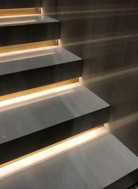 trang trí đèn cầu thang 10