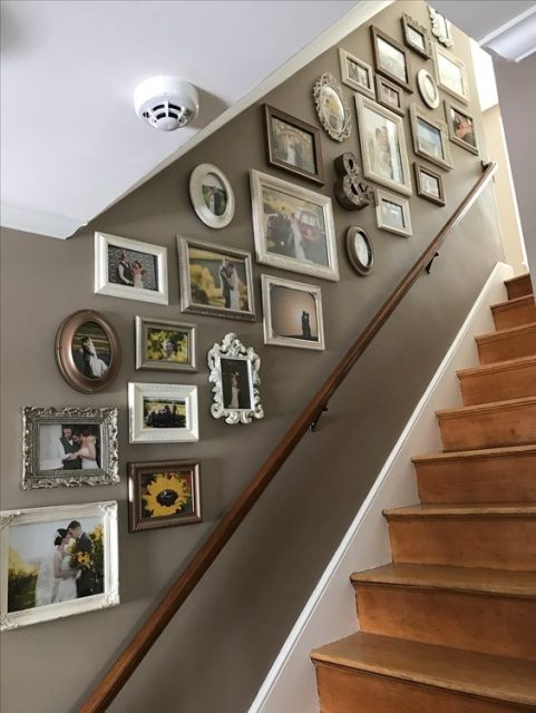 trang trí tranh dọc cầu thang