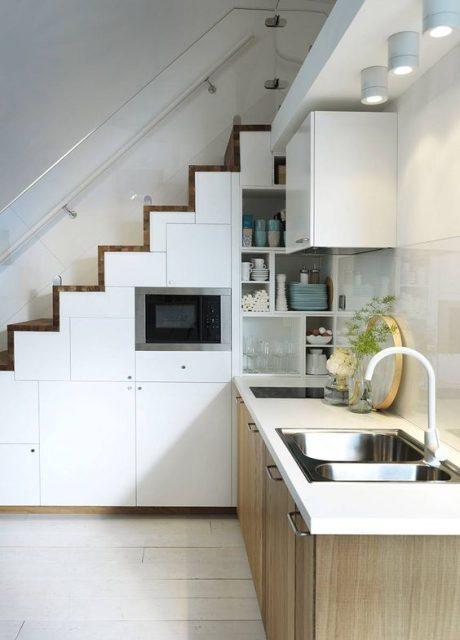 tủ bếp dưới cầu thang 2