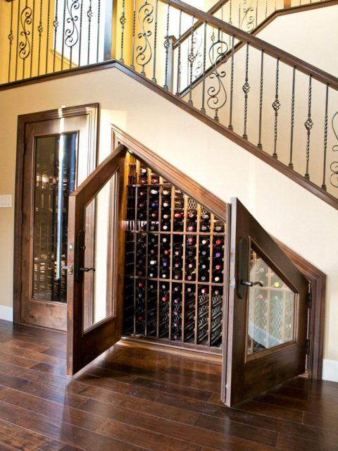 tủ rượu dưới gầm cầu thang 10