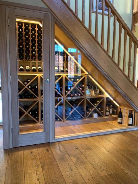 tủ rượu dưới gầm cầu thang 12
