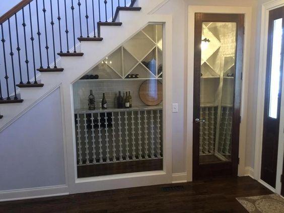 tủ rượu dưới gầm cầu thang 13
