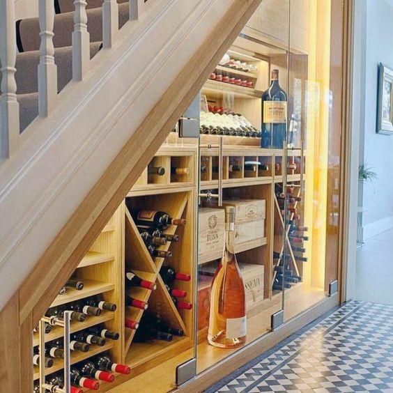 tủ rượu dưới gầm cầu thang 7