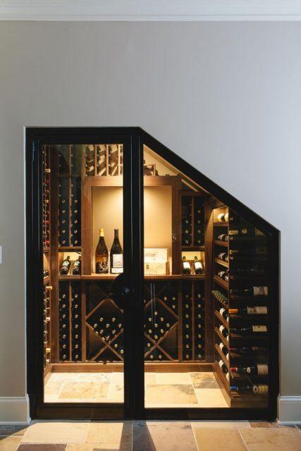 tủ rượu dưới gầm cầu thang 9