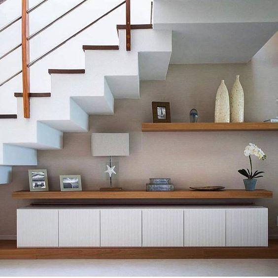 tủ tivi dưới gầm cầu thang
