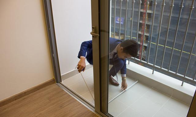 Kiểm tra lại cửa sổ và cửa ra vào