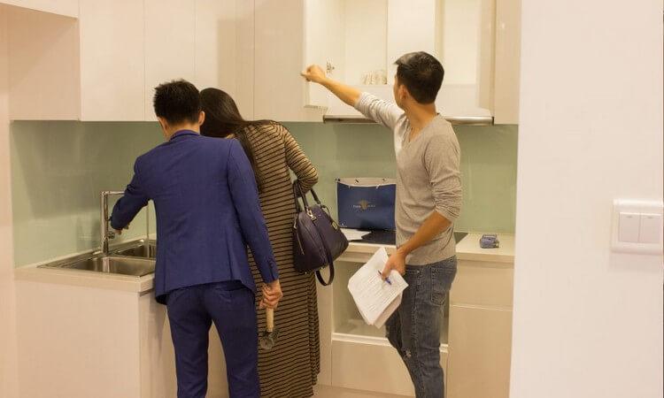 Kiểm tra tủ quần áo tủ bếp