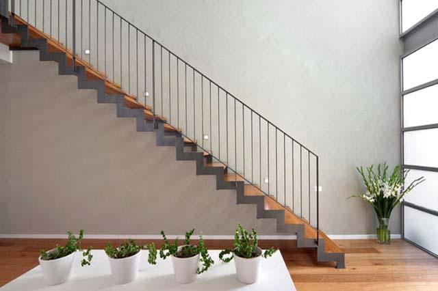 cầu thang 22 bậc có tốt không
