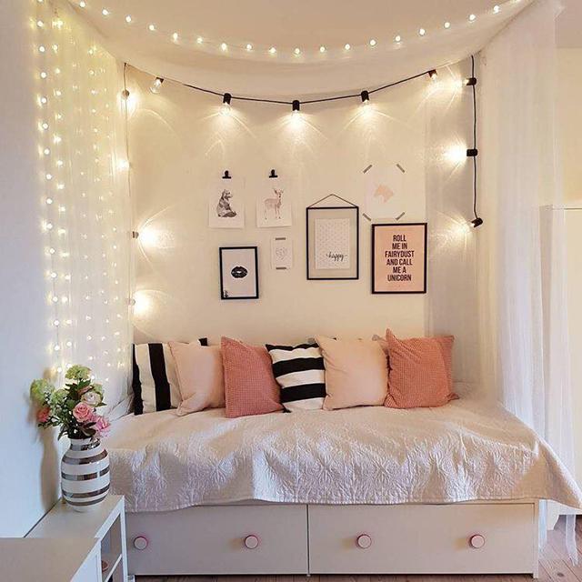 đèn led và giường ngủ