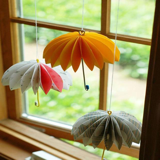 trang trí cửa sổ phòng ngủ bằng đồ handmade